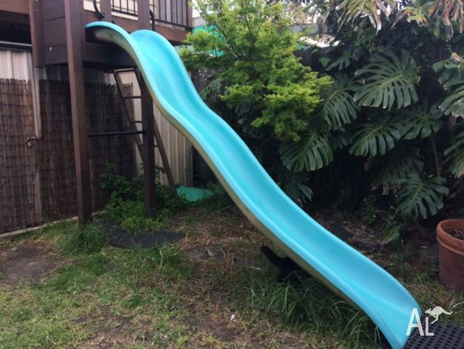 13ft (approx 4m) long fibreglass wave pool playground