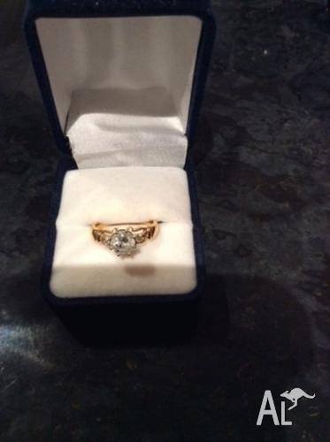 18 Carat Gold Diamond Set Ring