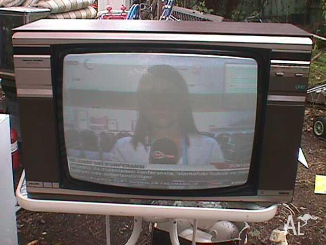 1970's 26 Inch Stereo Colour TV 900 Series
