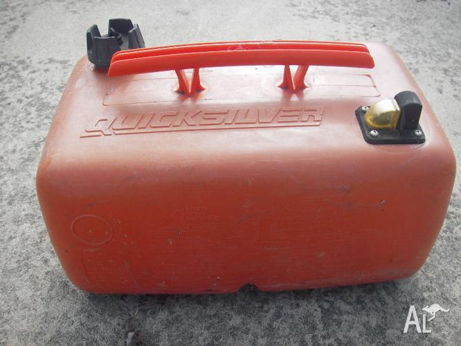 1 x 22.5 litre Quicksilver fuel tank with built in fuel