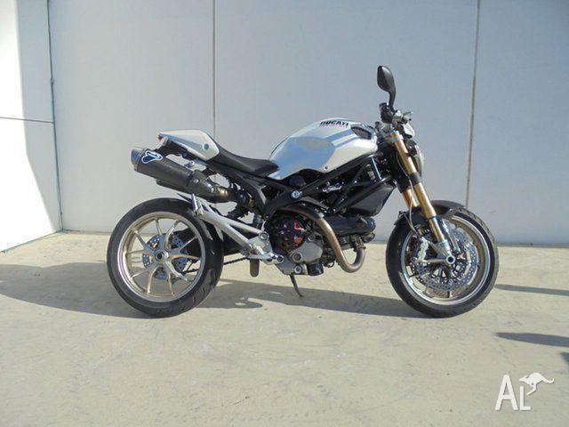 2010 Ducati Monster 1100 S 1100CC 1078cc