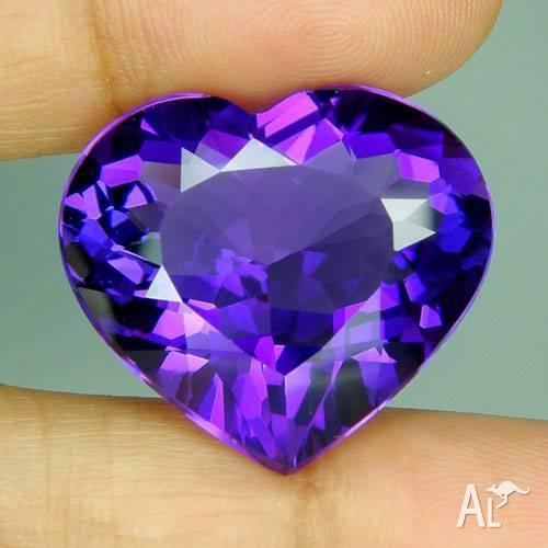 28.50 carat a beautiful natural heart Faceted Amethyst