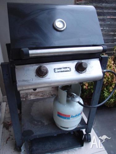2 burner BBQ - Jumbuck Endevour 2 + gas bottle