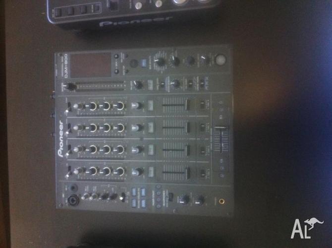 2 CDJ1000 MK3's, DJM 800