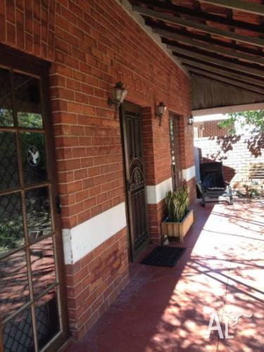 2 rooms available in cool old federation era house in