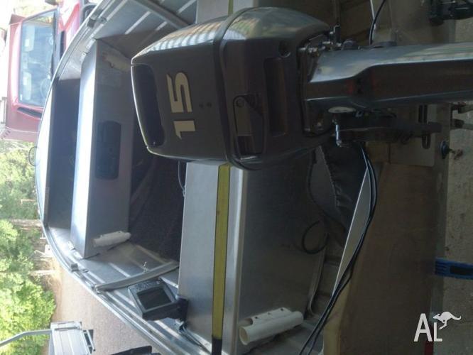 370 seasprite, 15hp Yamaha motor, plus sounder