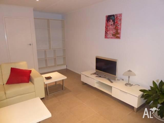 $380 BRISBANE CITY-SHORT/LONG TERM, FLAT- Furnished,
