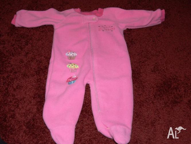 38 OR 76 ITEMS APPROX FOR GIRL SIZE OO CLOTHING BUNDLE