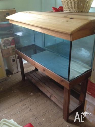 4 ft aquarium with Stand and Hood. Near new condition