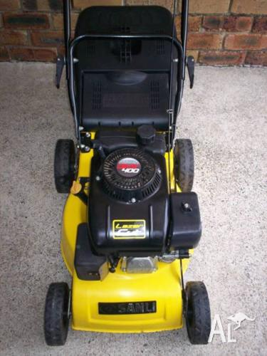 4 STROKE,SERVICED SANLI LAWN MOWER.LIKE NEW WITH