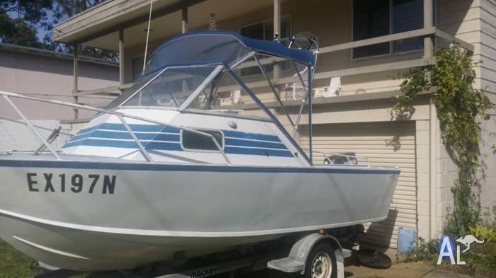 5.5m Starboat plate half cabin 90hp