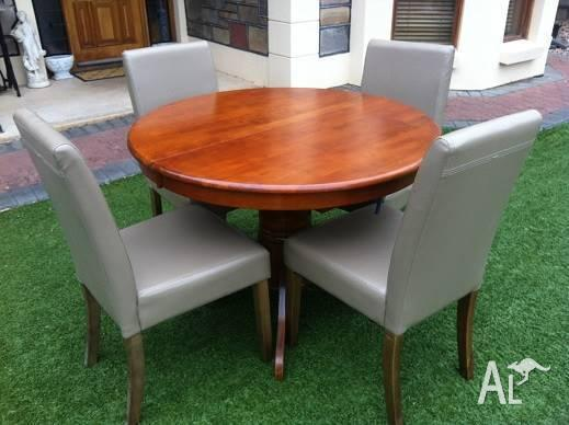 5 Piece Dining Suite Extendable Table & 4 Leather
