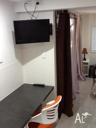 Accom modern privafe self-contained compact Studio