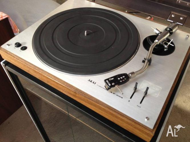AKAI TURNTABLE AP-003
