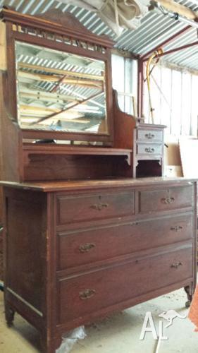 Antique bedroom dresser with mirror