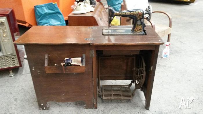 Antique Singer No.66 Treadle Sewing Machine