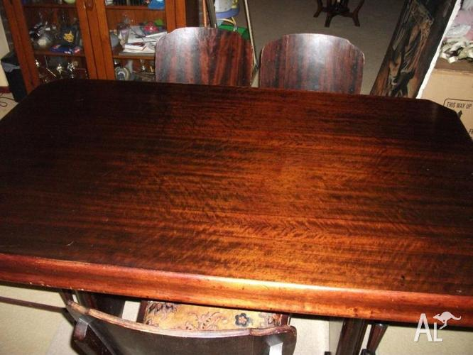 ANTIQUE TABLE AND 6 CHAIRS GOOD CONDITION