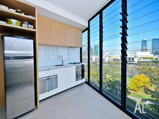 Apartment for Sale in Melbourne, Victoria, Ref# 2174264