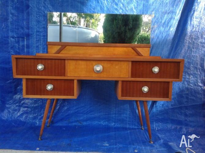 Art deco sideboard/dressing table.