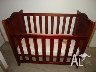 Australiana baby cot