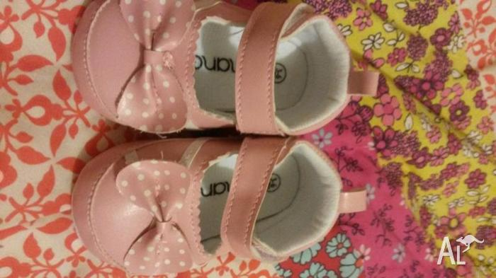 Baby Girl Size 3-6 months Pink shoes