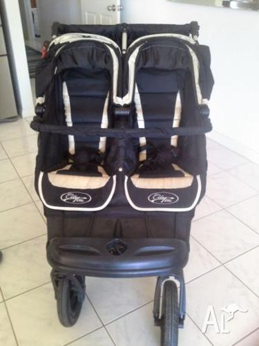Baby jogger Elite double pram with lots of extras.