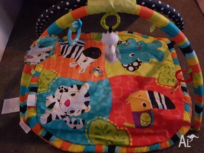 Baby jungle gym playmat