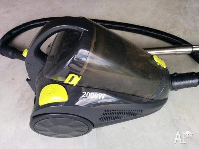 Bagless Vacuum - 2000W - still in warranty