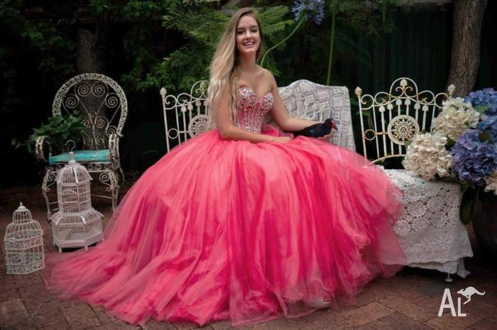 Ball Gown Hire - Sherri Hill, Tarvydas etc @ Cinderellas Boutique ...