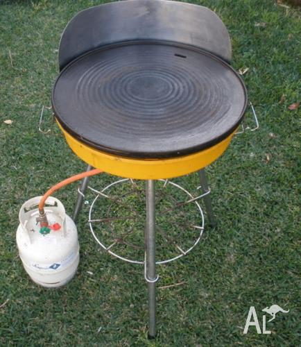 Barbecue retro old-fashioned small compact camping