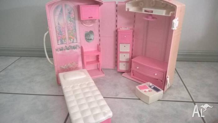 Barbie doll's house, dolls, carriage, horses, suitcase