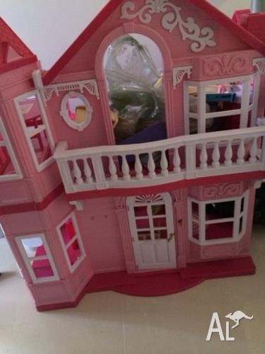 Barbie dream doll house in excellent condition