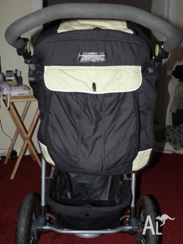BARELY USED JOGGER PUSHCHAIR / STROLLER GREATLY GREATLY