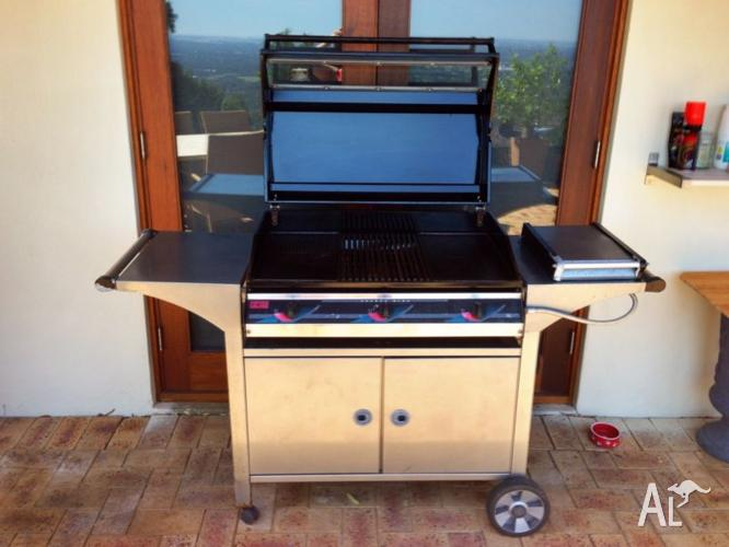 BBQ - 3 Burner & Wok