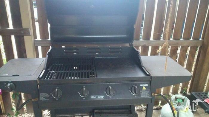 BBQ, 4-burner (+ side burner), with gas. Good