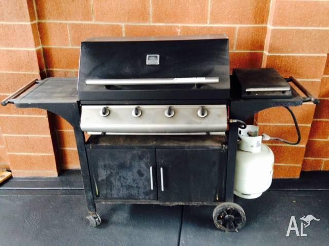 BBQ 4 burner with steam lid + wok burner