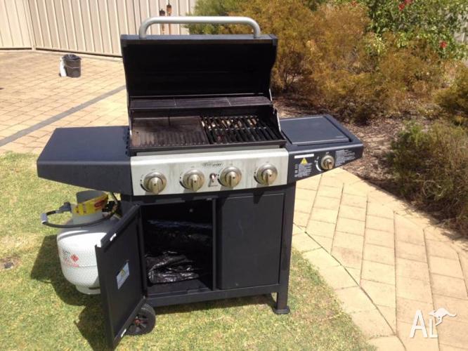 BBQ Hooded 4 burner with Side Burner