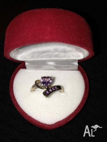 Beautiful 9kt Gold Amethyst Ring!