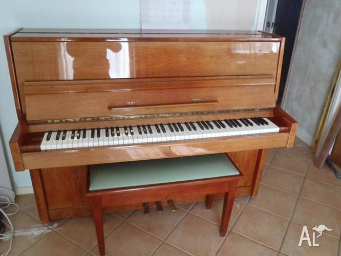 **Beautiful Timber Upright Hsinghai Piano**