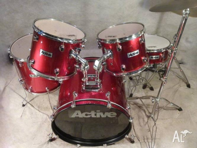 Beginners 5pce Red Drum Kit in Excellent Condition!