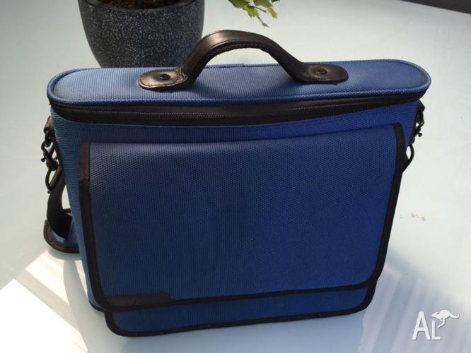BELKIN HARD LAPTOP BAG - **AS NEW CONDITION**