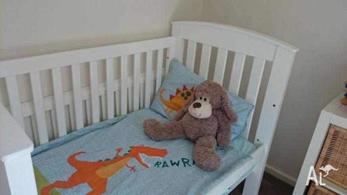 Bertini Cot with mattress - good condition