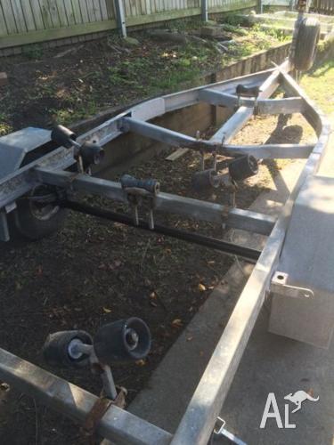 Boat trailer tilt