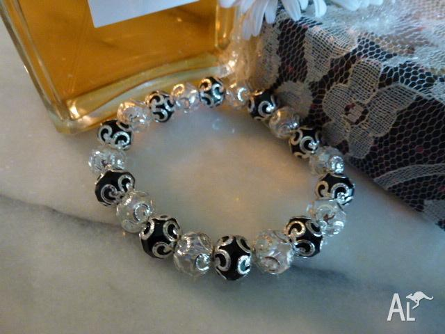BRACELET BLACK AND CLEAR FACETED CRYSTAL BEADS WITH