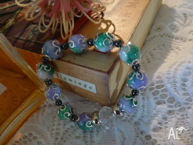 BRACELET LOVELY UNUSUAL LILAC AND GREEN PORCELAIN