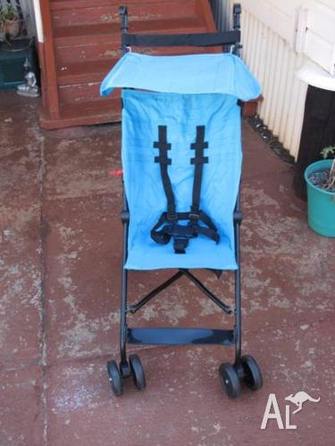 BRAND NEW BLUE STROLLER! QUICK SALE $20 O.N.O MUST GO!