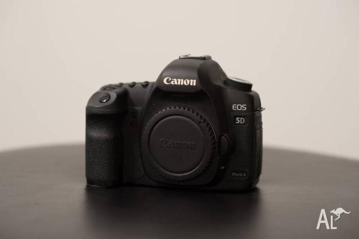 Canon 5D Mark II in Good Condition, Very low shutter