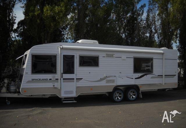Caravan Spaceland Family Tandem 27x7'10 Air Conditioned