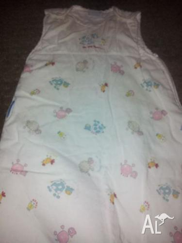 CHECK IT OUT!Assorted baby sleeping bags incl grobag
