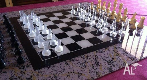 CHESS SET GLASS BOARD GAME
